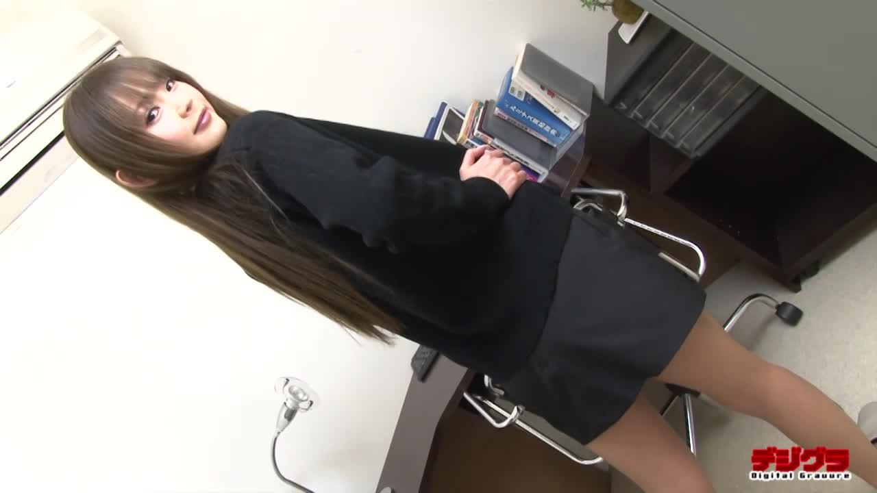 【丘咲エミリ】元モデル出身の女の子! メイクによって幼さを感じさせる 綺麗で整った乳首